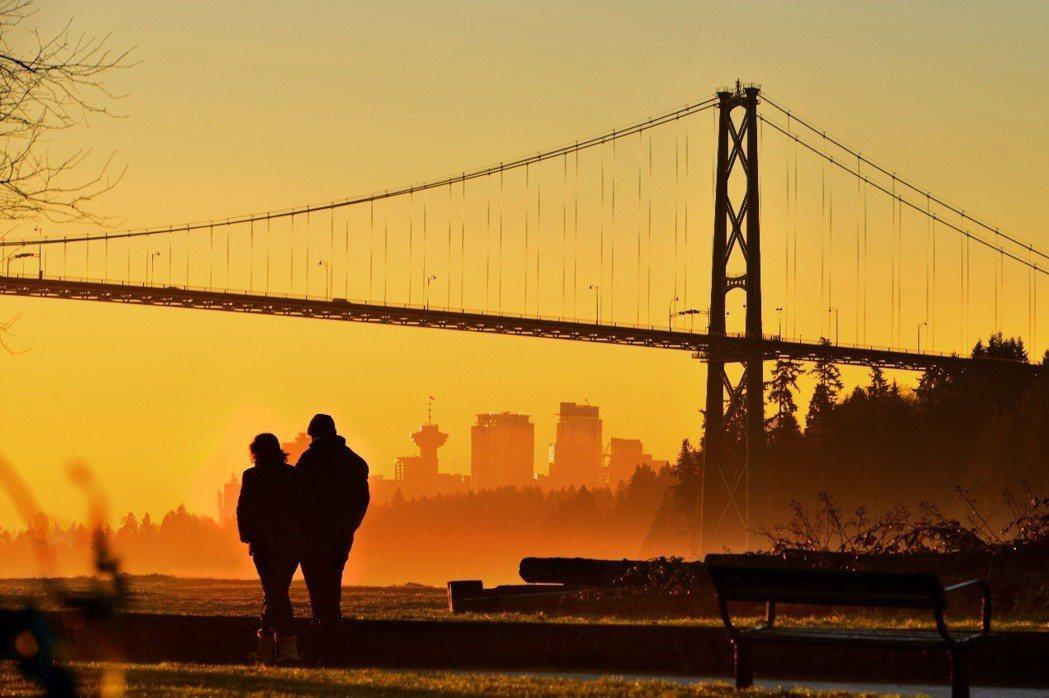 北溫哥華的落日美景。攝影/陳海騰。