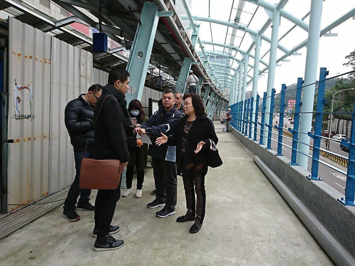 汐科火車站北上月台進行拓寬,立委黃國昌服務處現場會勘,整個工程也預計在農曆過年前...