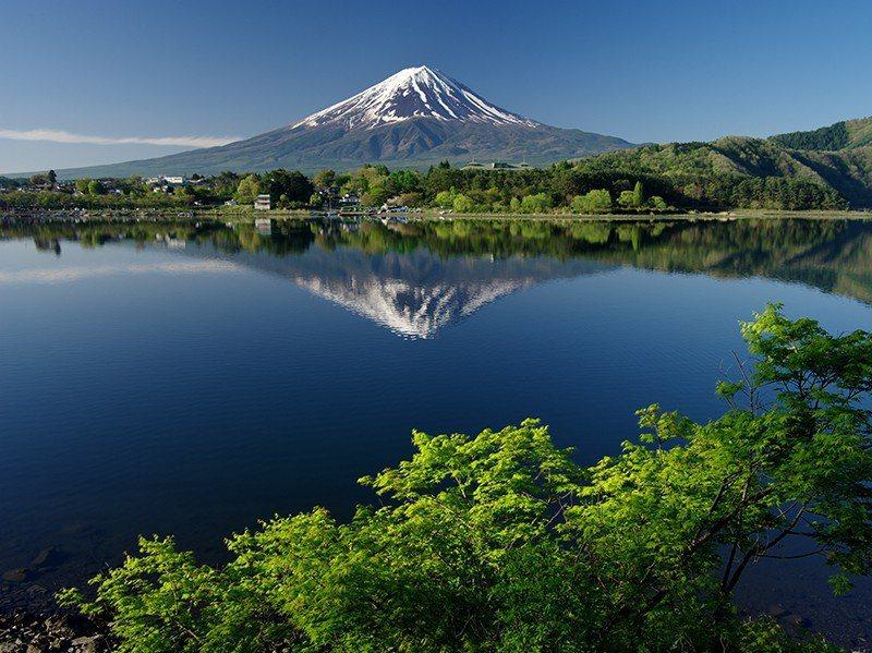 壯觀的富士山景觀,一直都是各方藝術大師的謬思,無論是文學、繪畫或是現代的攝影,都...