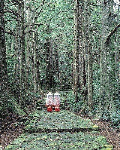 走訪古道時也可租借平安時代服飾在古道上拍攝紀念照。