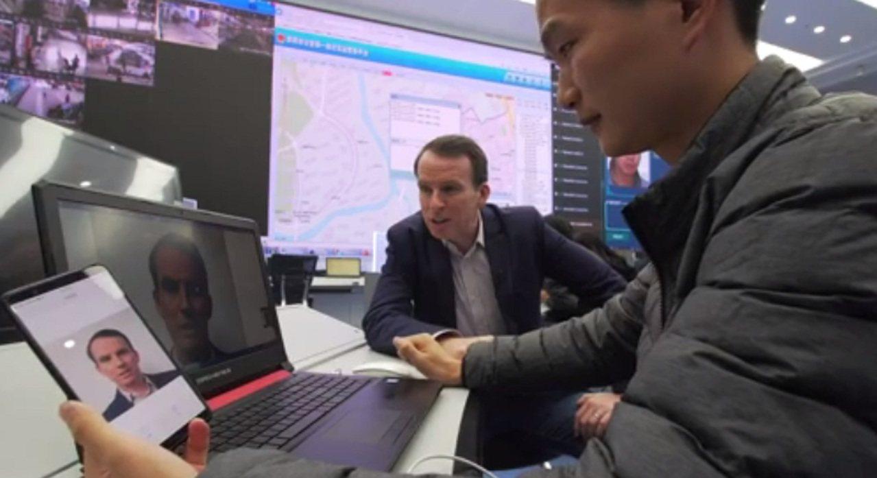 BBC記者蘇德沃斯體驗大陸「天網工程」,在被手機拍下一張面部照片後,僅「潛逃」七...