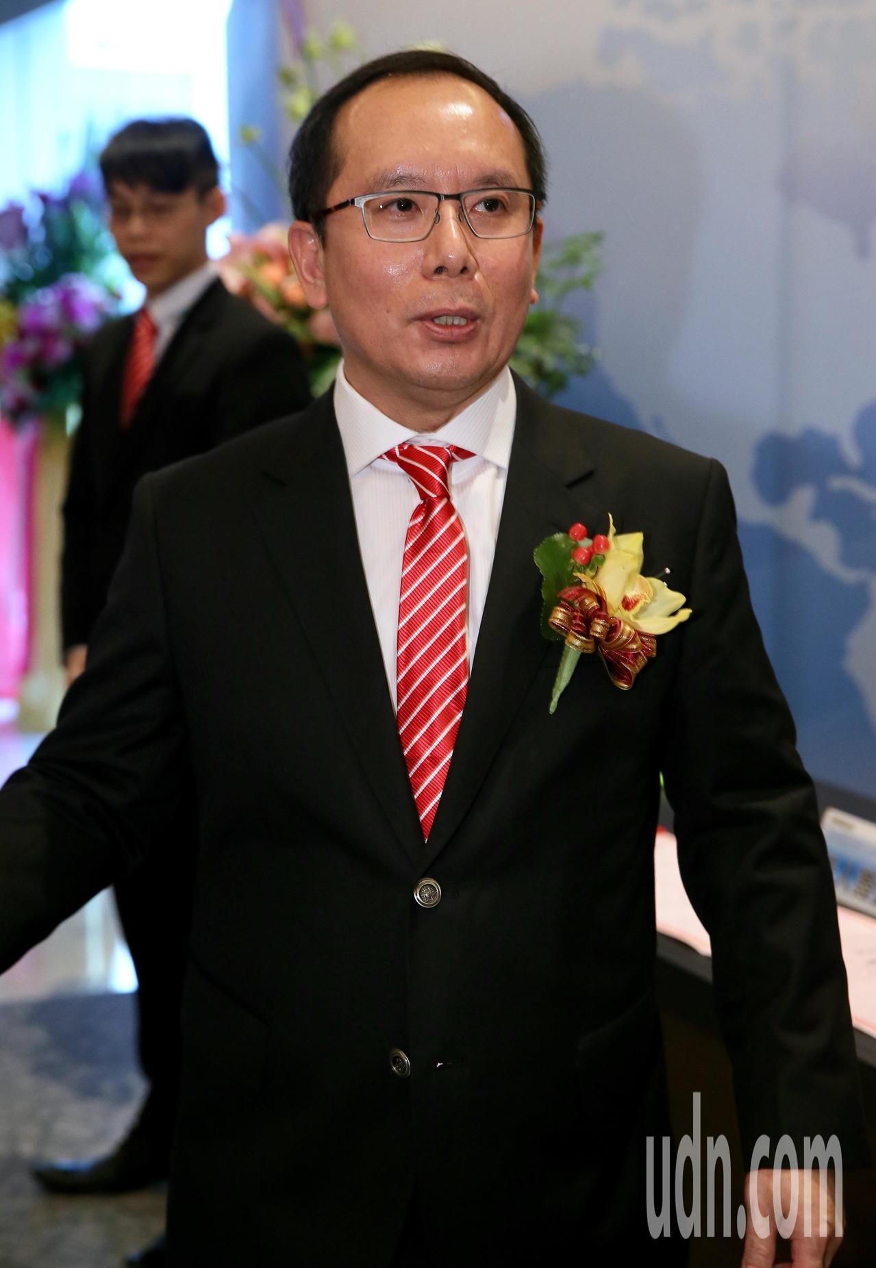 動力科技股份有限公司董事長許文昉,舉辦上市前業績發表會,他帶領著經營管理團隊,向...