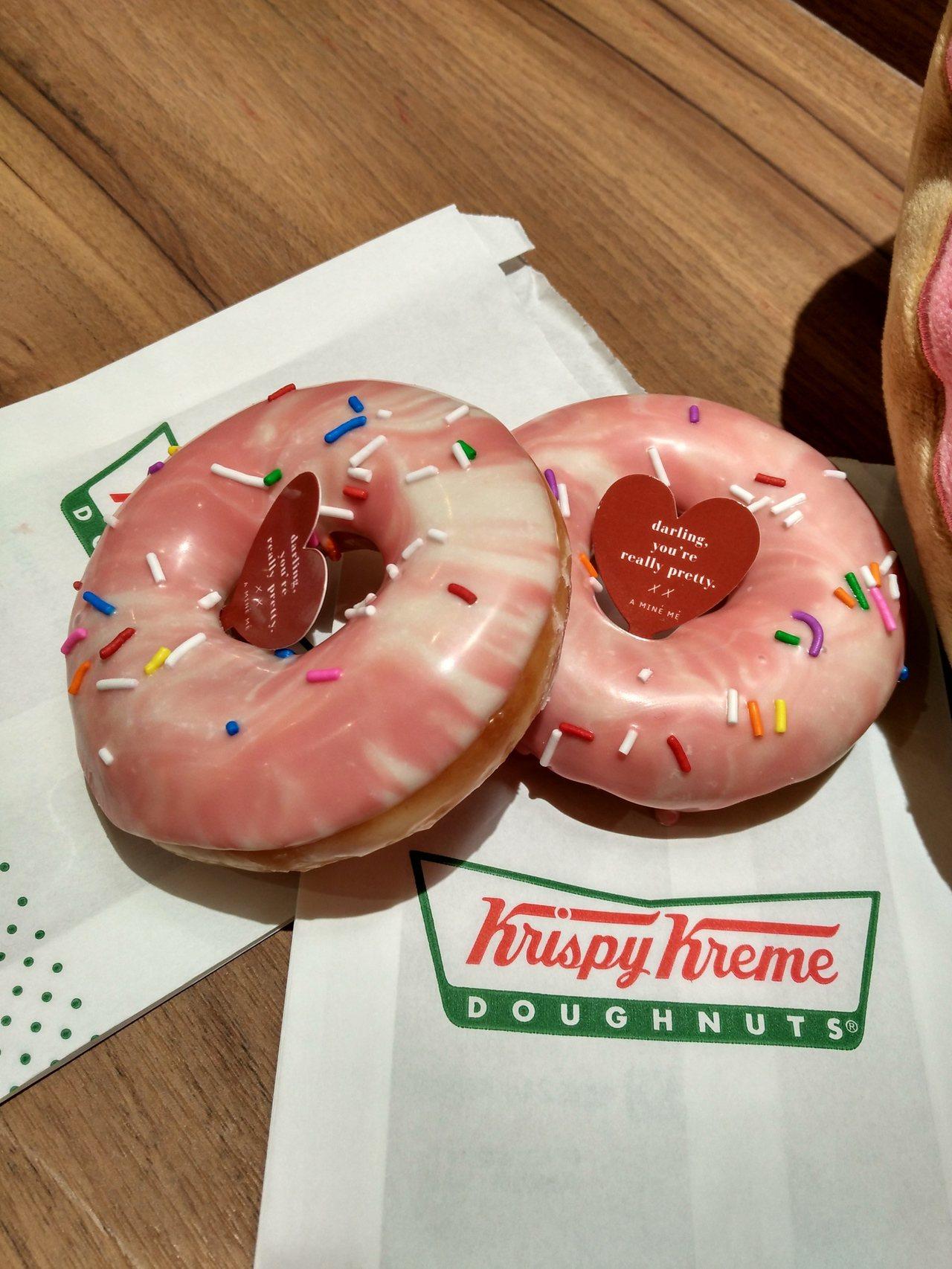 Krispy Kreme首次開發暈染粉紅大理石紋甜甜圈,12月13日起與PAZZ...