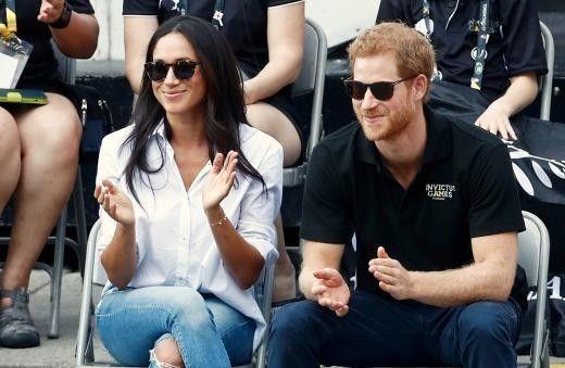 哈利王子(右)即將與女友梅根馬可(左)結婚。(路透)