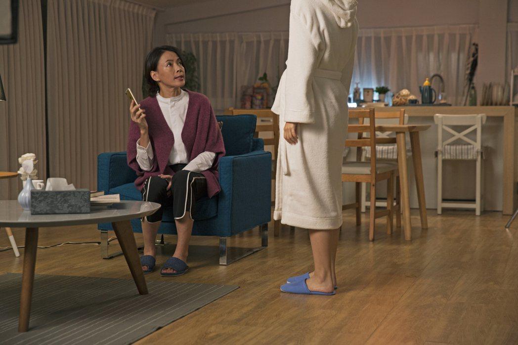 柯淑勤劇中獲知女兒獻出「第一次」無法接受。圖/KKTV提供