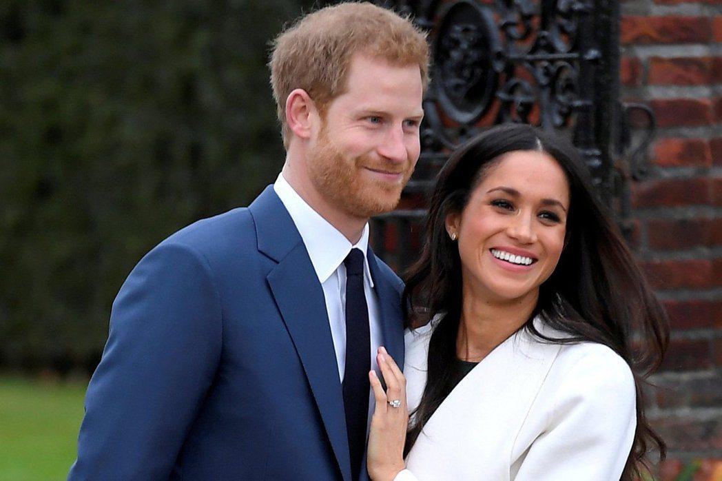 哈利王子(左)與美國女星梅根馬可(右)訂婚,據悉梅根即將與英國女王共度聖誕佳節。