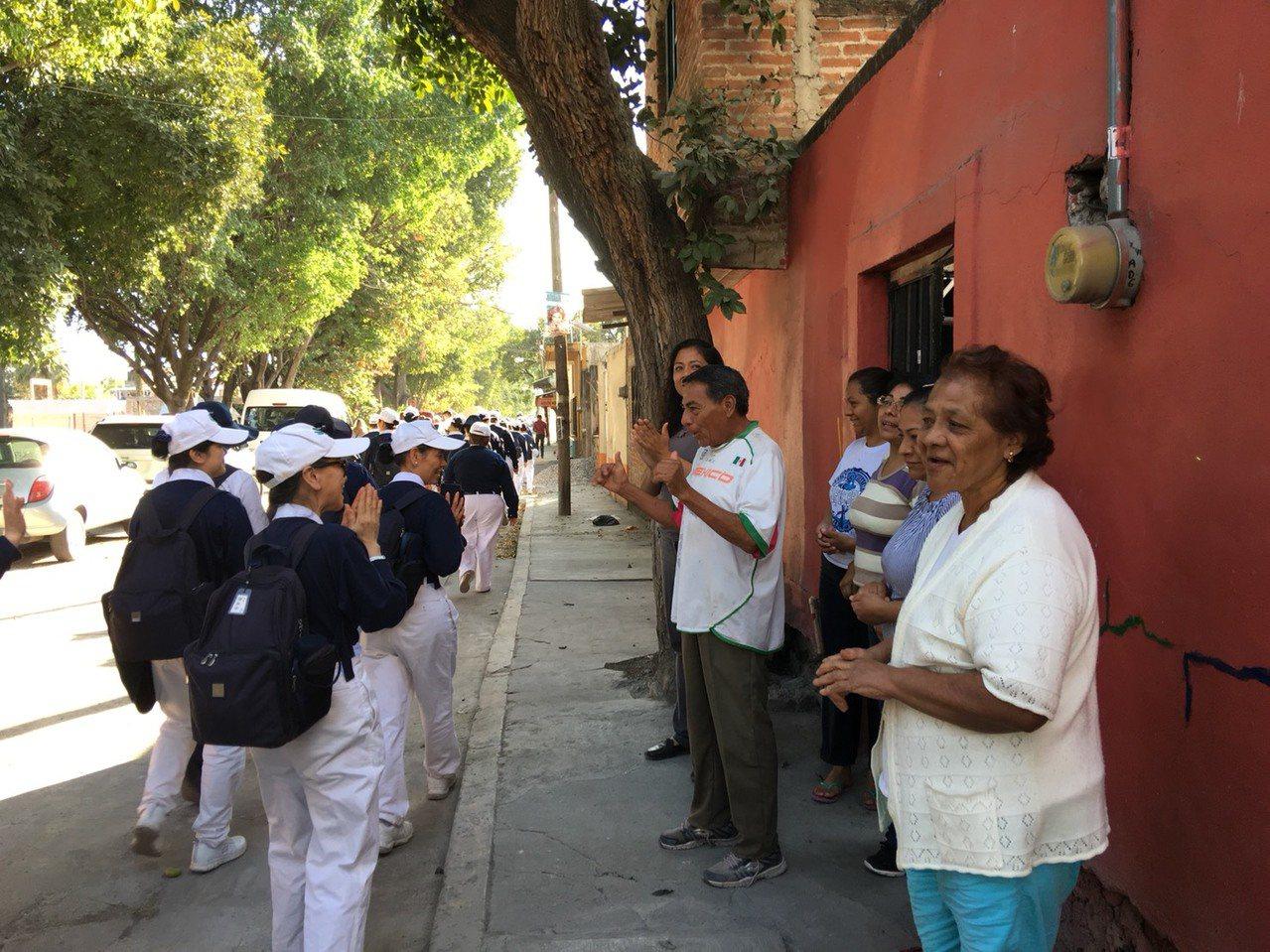 墨西哥在台灣時間9月20日發生規模7.1強震,造成上百人罹難,慈濟基金會隨即派遣...
