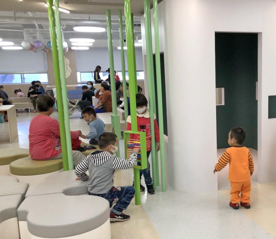 瑞信兒童醫療基金會把虎尾若瑟醫院小兒科打造成像遊樂場的奇幻世界,每個走進診間的孩...