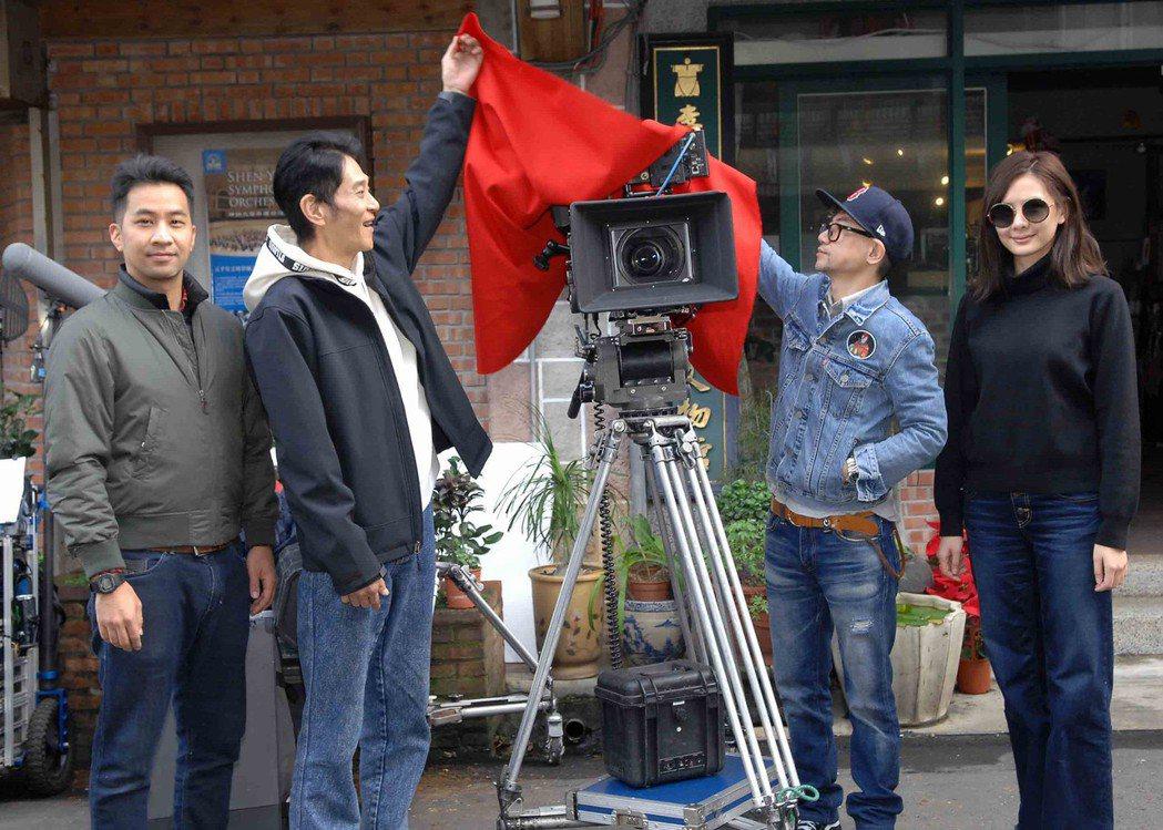 黃健瑋(左起)、喜翔、導演朱家麟、安心亞出席新戲開鏡儀式。圖/華視提供