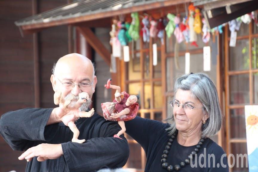 義大利的手指偶團也來共襄盛舉演出精彩戲碼故事。記者蔡維斌/攝影