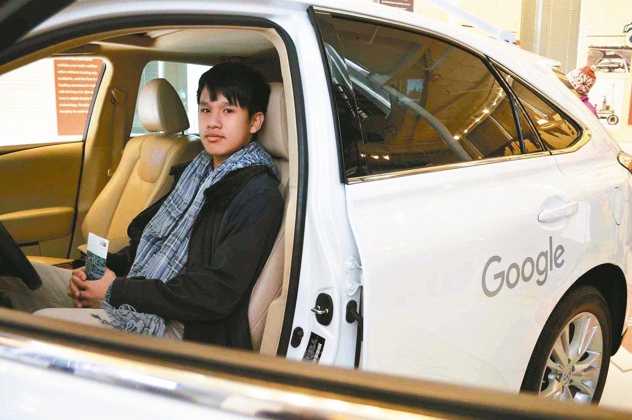 體驗Google無人車,感受未來交通趨勢。 圖/有行旅提供