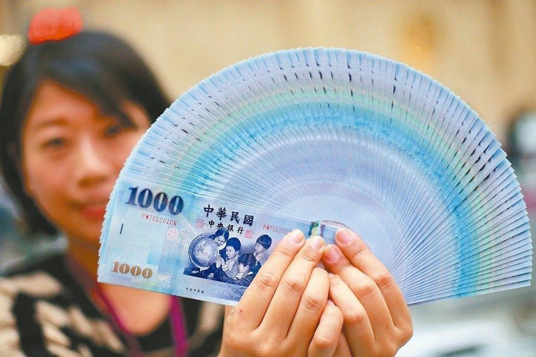 新台幣匯率早盤隨即升破30元大關,重現「2」字頭,終場收29.992元,升1.4...