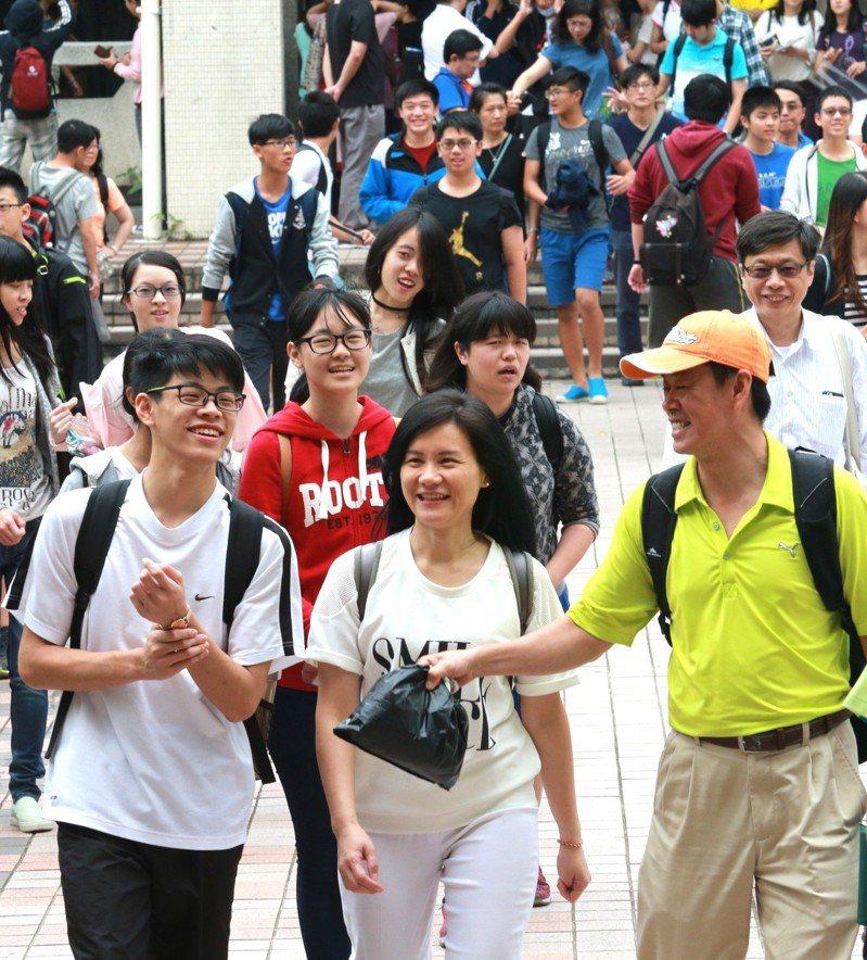 國中教育會考考生。 本報資料照/記者黃義書攝影