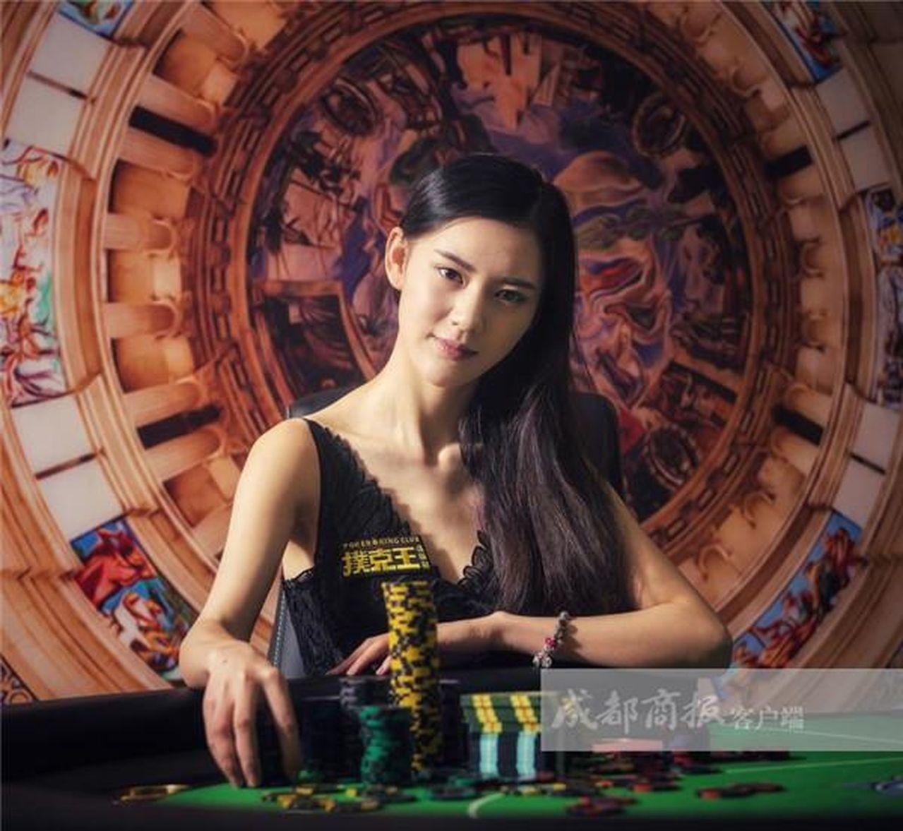 成都大二女生獲全球撲克賽中國冠軍,自稱管好情緒才能打好牌。
