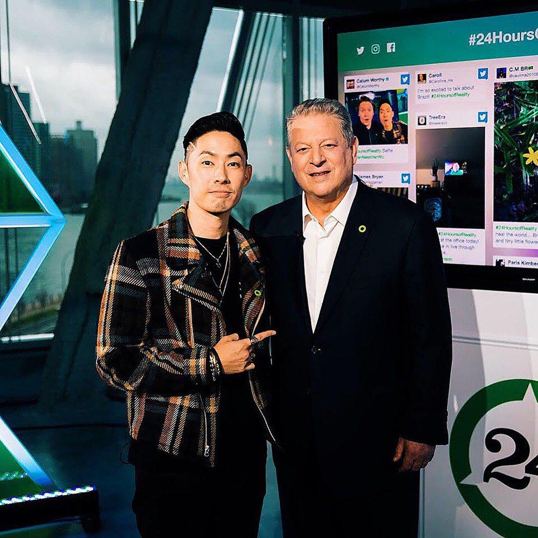 藝人吳建豪(左)日前與美國前副總統高爾(Al Gore)(右)在紐約會面,參加有