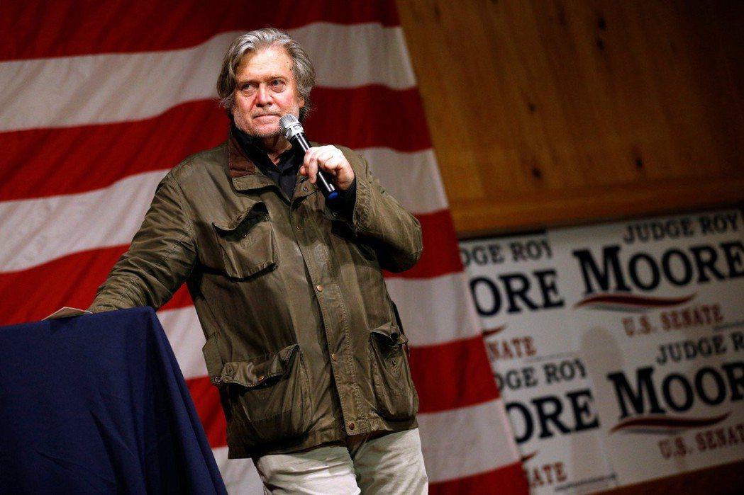 川普軍師——班農——是摩爾最大的支持者之一。 圖/美聯社