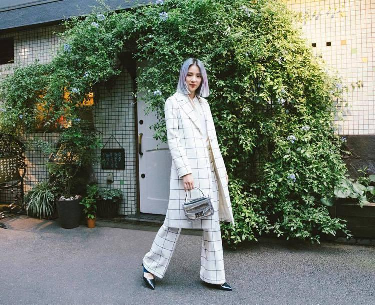 韓國時尚名模 Irene Kim。圖/擷自instagram