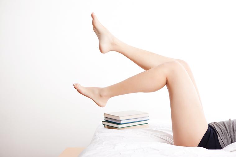 腿部曲線漂亮的人佔了很多便宜,迷你裙、短褲,有腿可露!緊身褲、牛仔褲,隨便穿隨便...