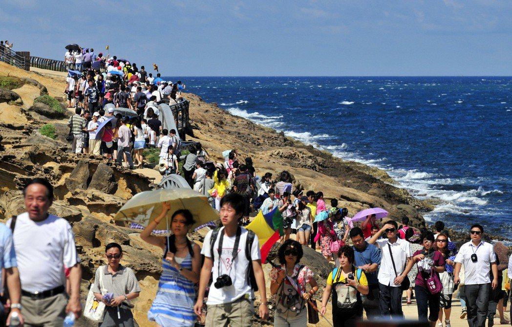 在台灣凡是景點髒亂,就必是大陸遊客害的,可是現在陸客不來,景點亂丟的垃圾是誰製造...