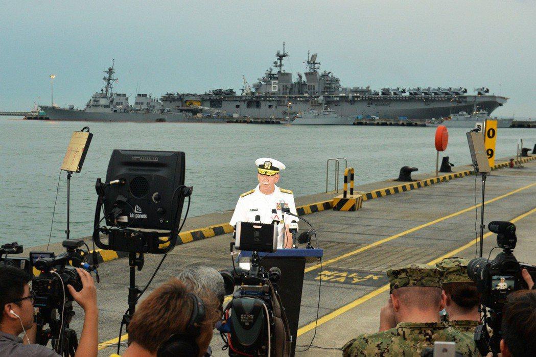 美國海軍導彈驅逐艦「麥凱恩」號8月在靠近新加坡的海域與商船相撞,圖為美太平洋艦隊...