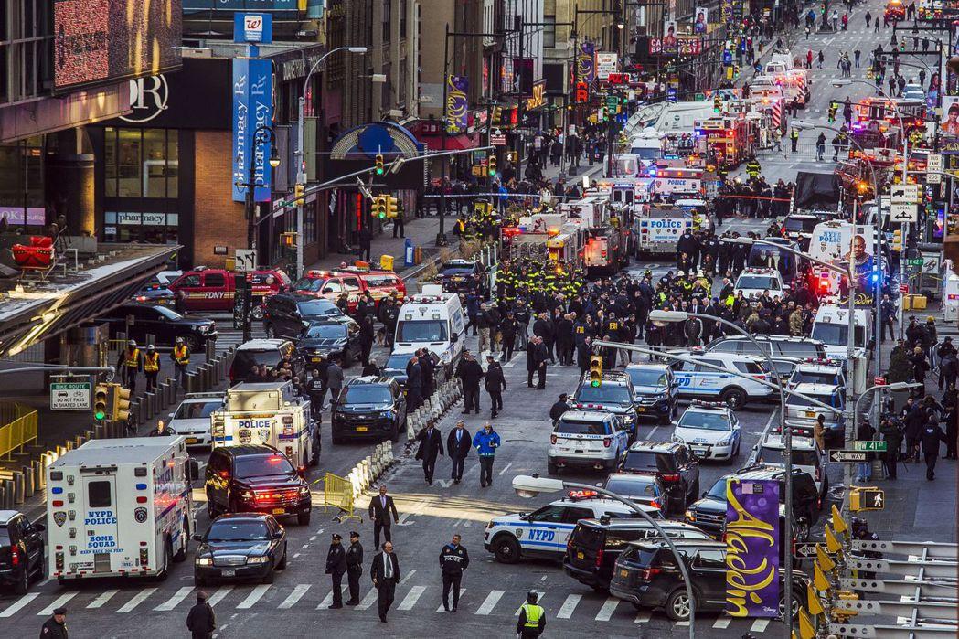 紐約時代廣場附近發生爆炸案,並未動搖美股。(美聯社)