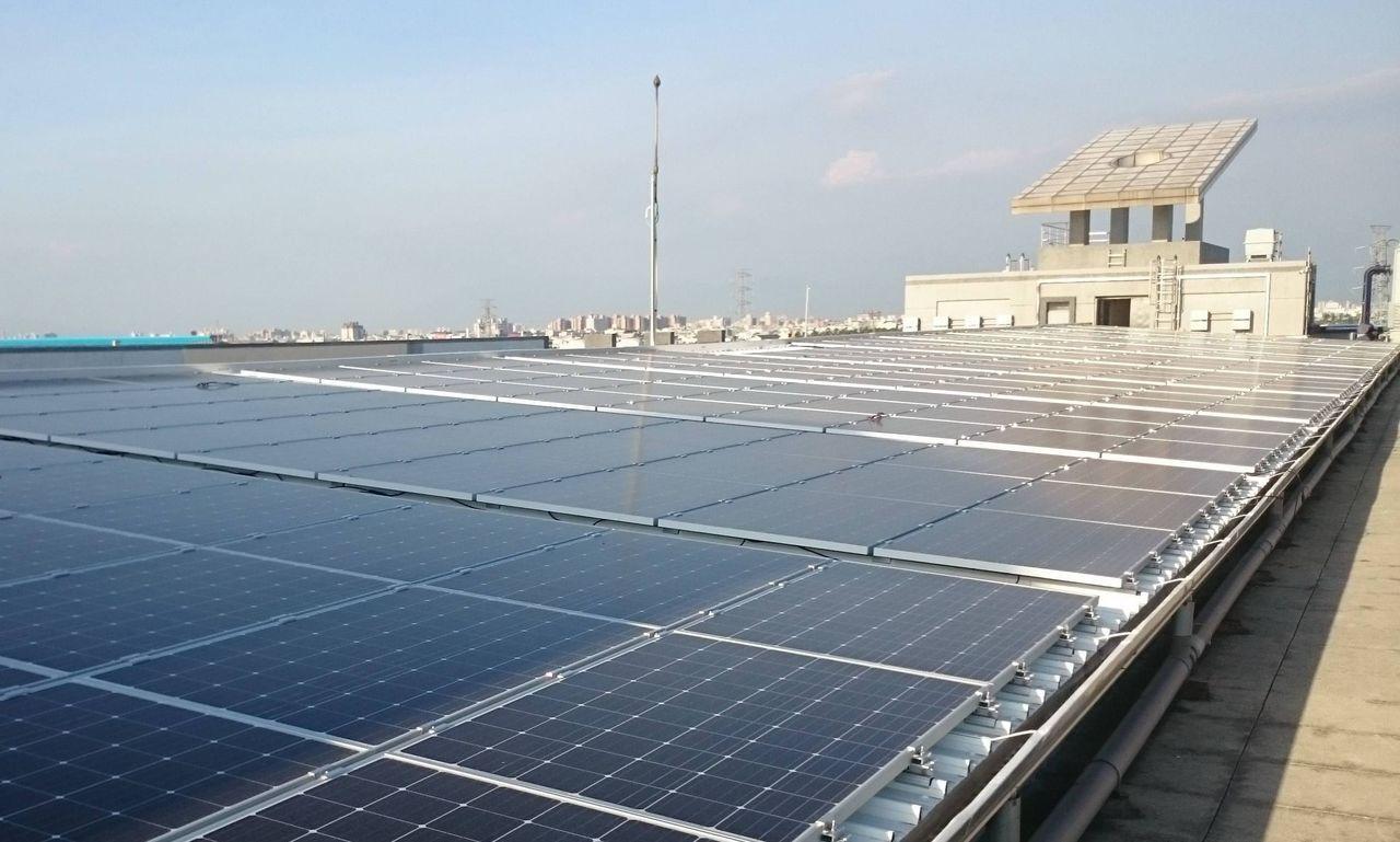 經濟部加工出口區所屬的中港、臨廣等4個園區公有建物屋頂,都已完成太陽陽能發電設備...