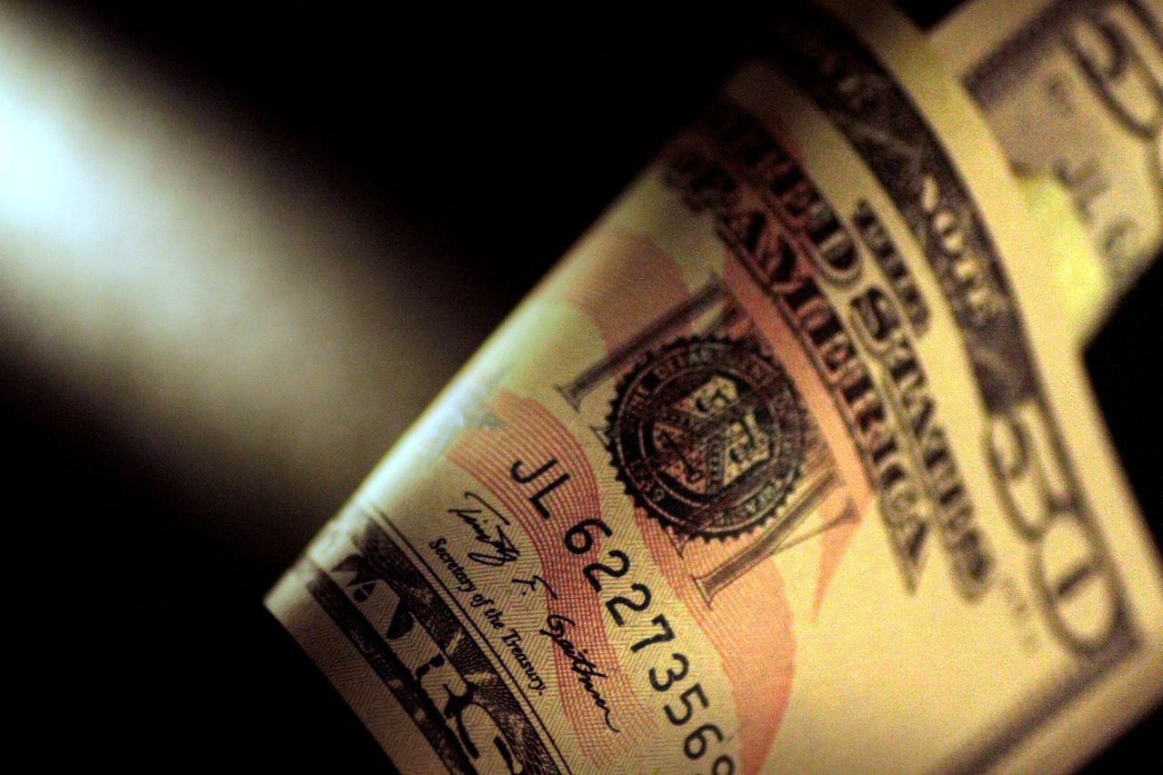 繼連漲五日後,美元周一變動不大。(路透)