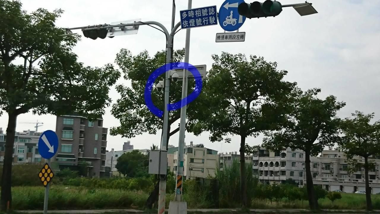 網路上照片還特別用藍筆圈起,提醒大家。記者吳政修/翻攝