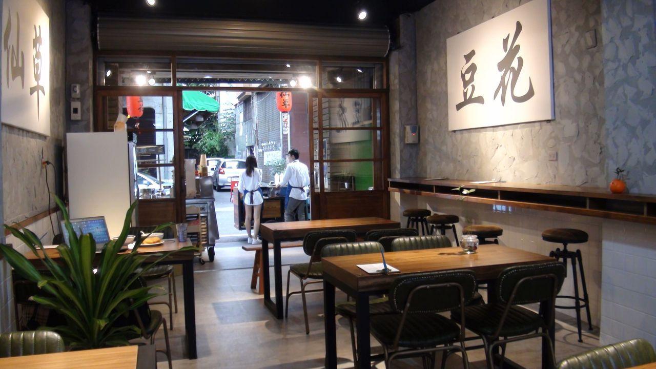 店裡陳設有不少復古元素,與傳統風味相呼應。記者王慧瑛/攝影
