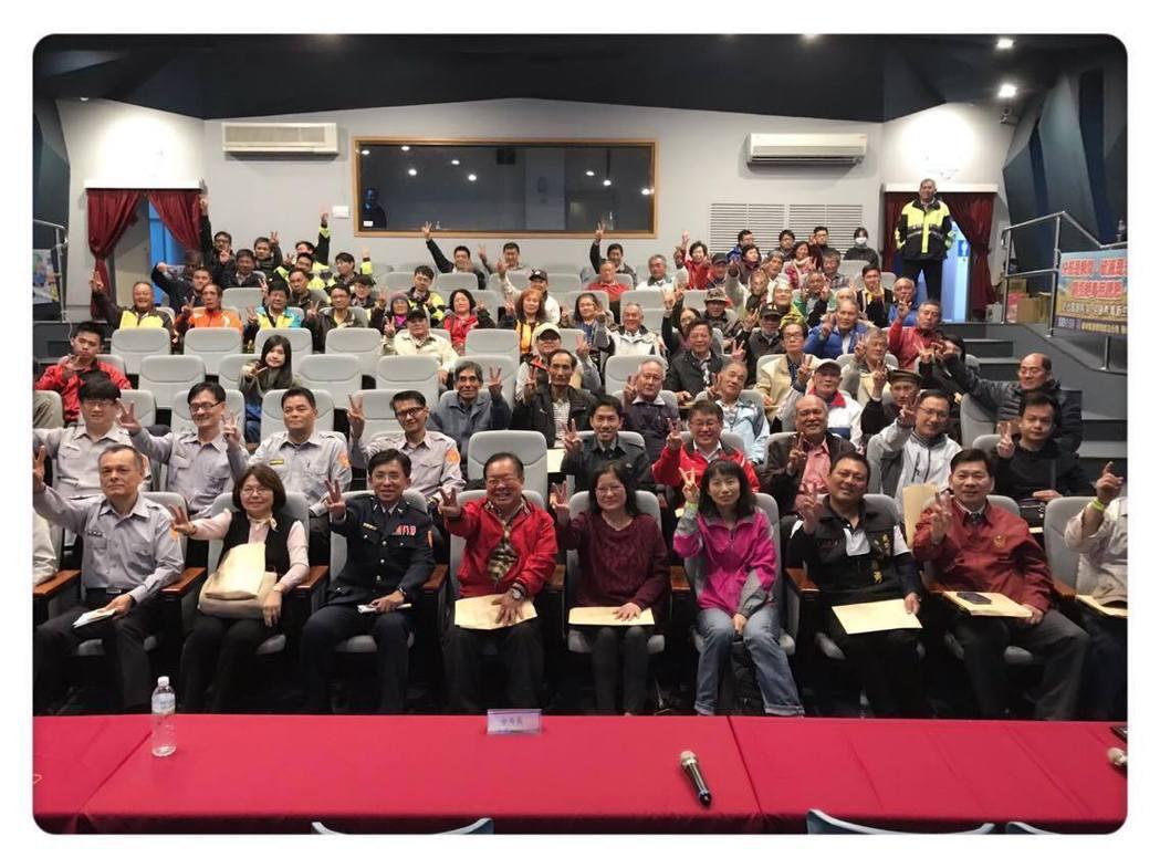 台東成功警分局邀請東海岸的長濱、東河、成功等三個鄉鎮首長、學校、民意代表與部落頭...