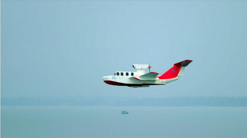 中國大陸中船重工研發的「會飛的船」─翔州1號近日在海南三亞崖州灣海域進行動態展示...