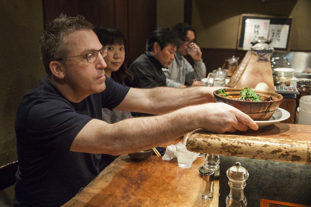 《主廚的餐桌》透過世界級廚師的視角,探究美食背後的文化與藝術意涵。圖/Netfl...