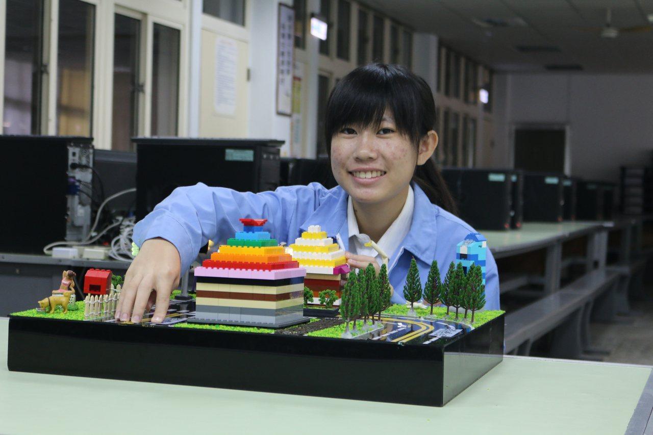 高英工商資訊科三年級廖子蕓獲頒教育部技職之光專利達人。圖/高英工商提供