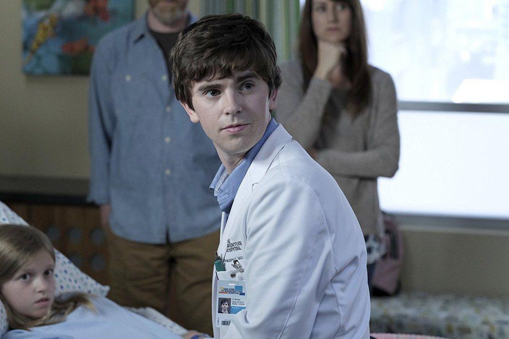 「良醫墨非」佛萊迪海摩爾入圍最佳戲劇影集男主角。圖/摘自imdb