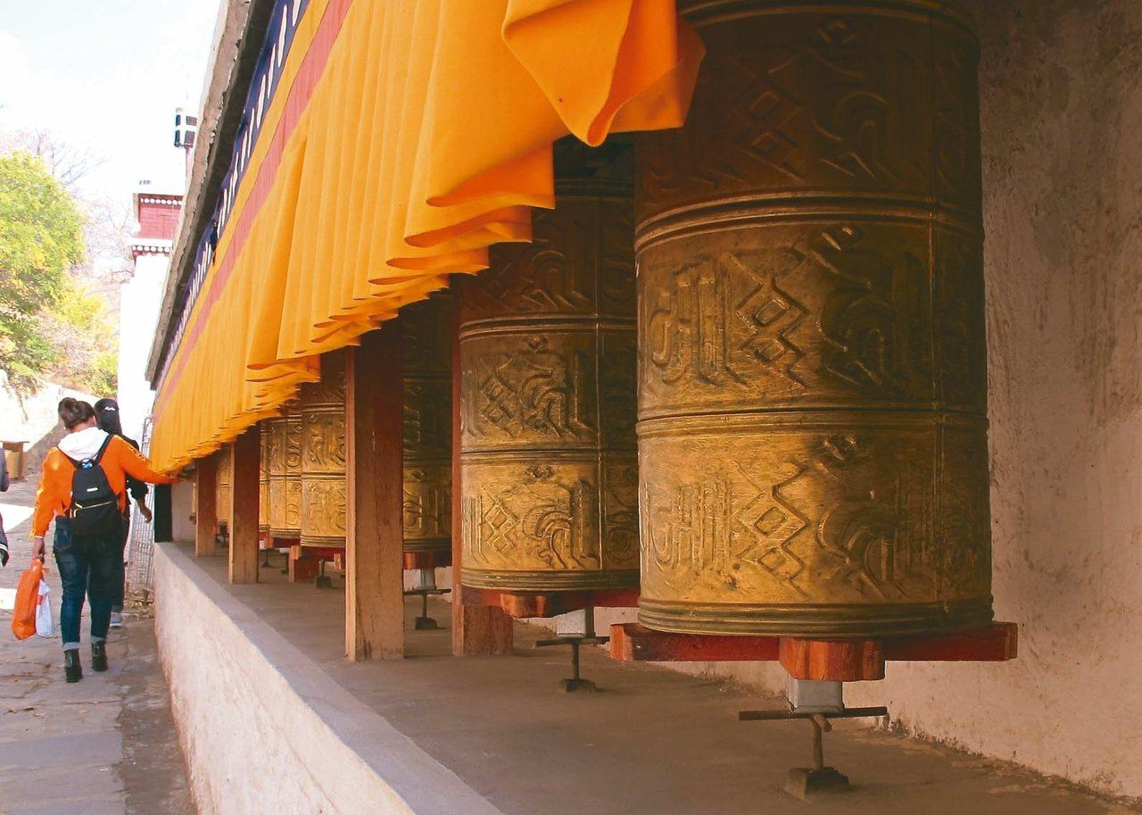 內蒙藏傳佛教聖地「五當召」轉經輪。 記者章淑曼/攝影
