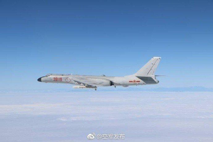共軍轟-6K。 (取自中共空軍發布微博)