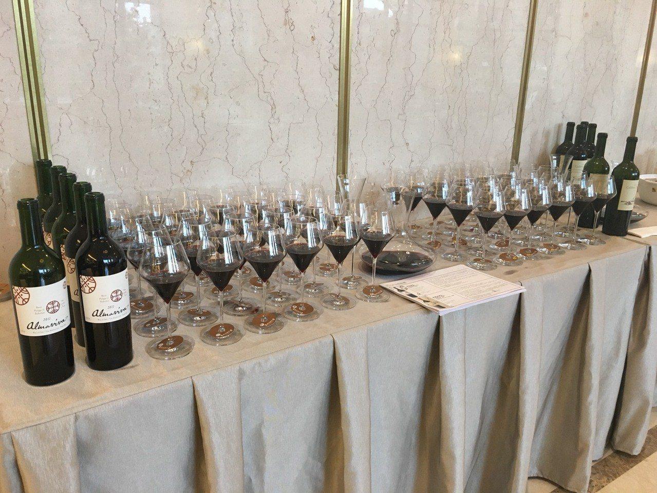 活動現場提供頂級葡萄酒供住戶品嚐。 業者/提供。