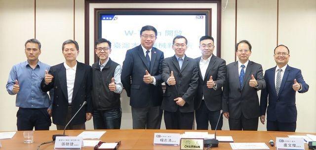 經濟部工業局副局長楊志清(左五)、金屬機電組副組長盧文燦(右二)、精機中心總經理...