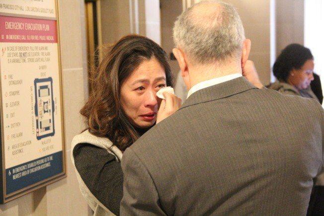市政厅内充满悲伤的气氛。 记者李晗/摄影