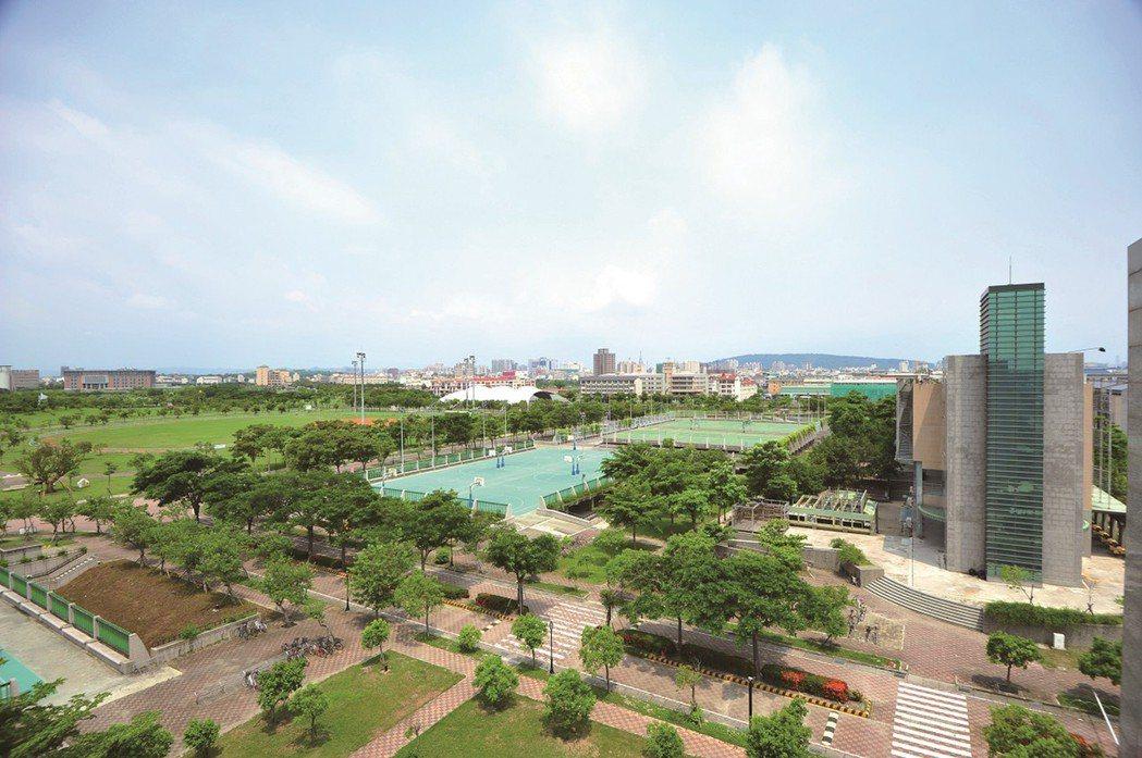 鄰近高雄大學24萬坪開放式校園。 圖片提供/高京建設