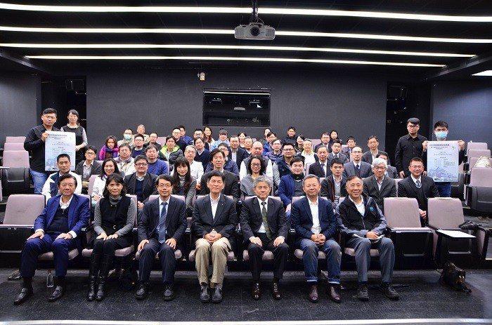 震大建設和臺北科技大學舉辦「震大健康建築評估指標」,發表產學合作進行健康建築環境...