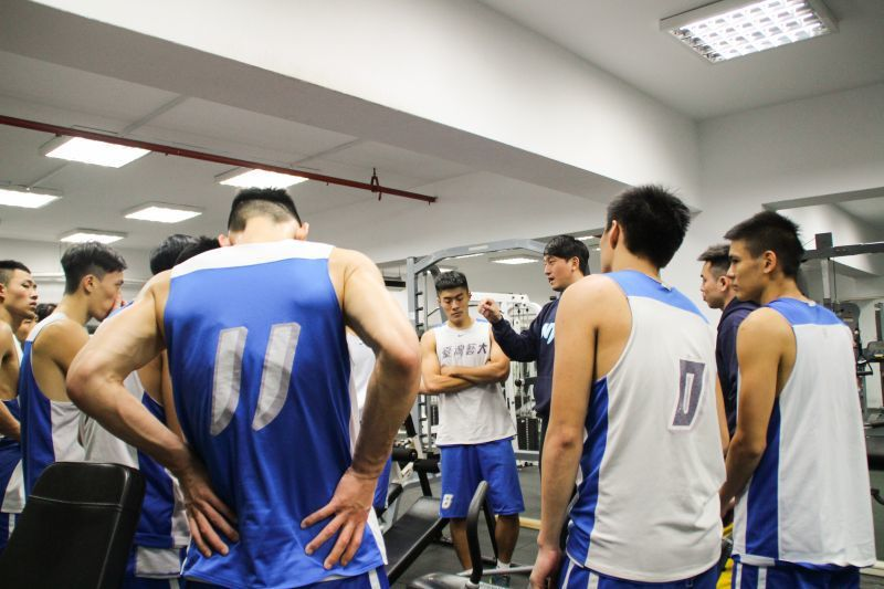 李伯倫教練現為臺灣藝術大學鯊魚籃球隊總教練。 圖籃球筆記提供
