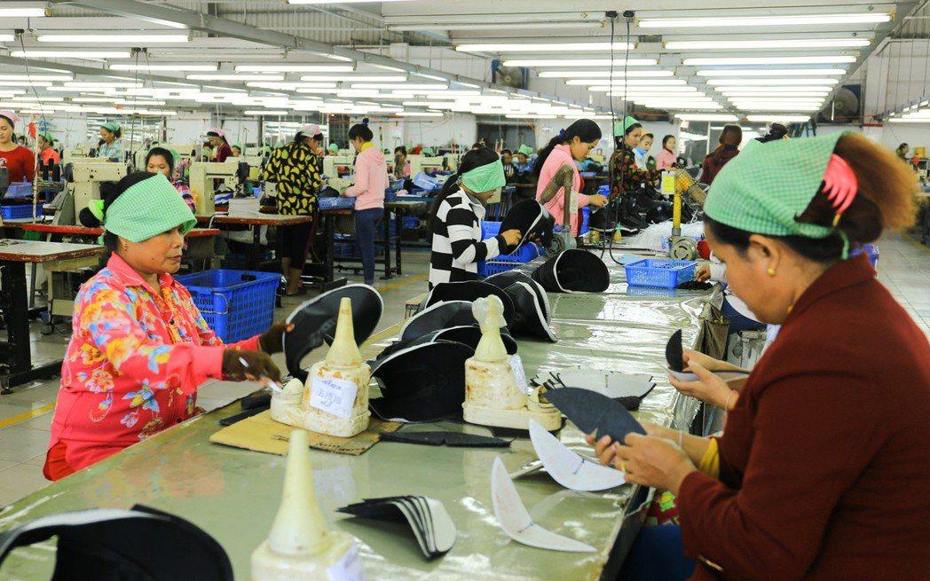 柬國最大優勢是工資低,月薪約美金150元。 攝影/張世雅