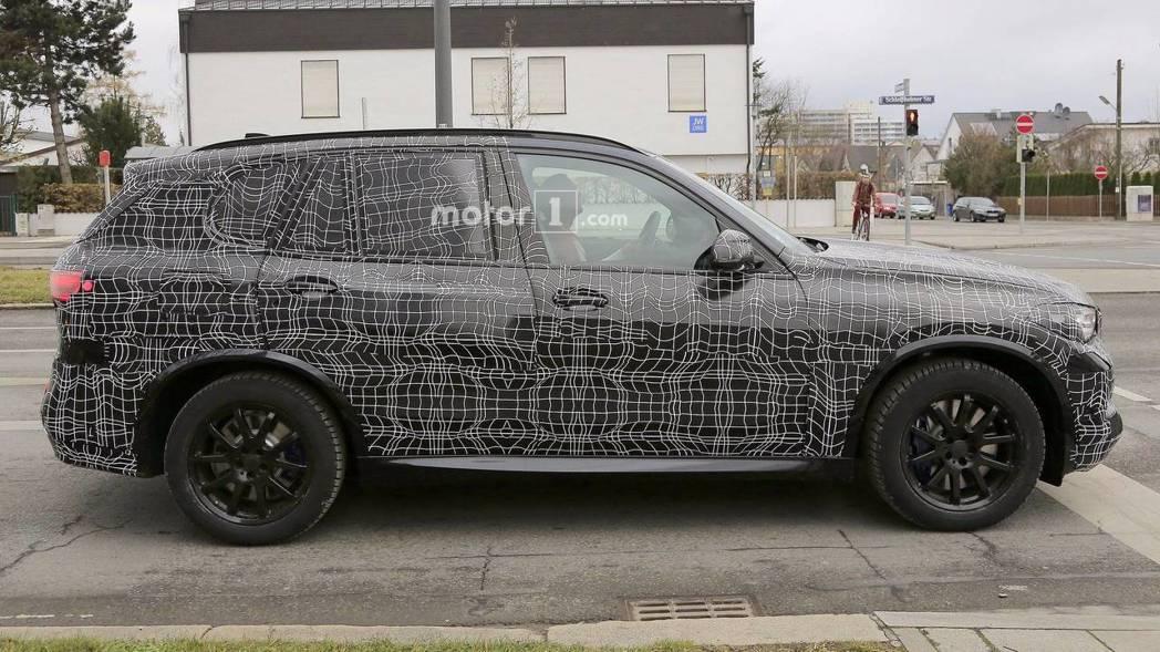 全新BMW X5車身尺碼將可望放大,軸距也將更長。 圖片來源:Motor1.co...