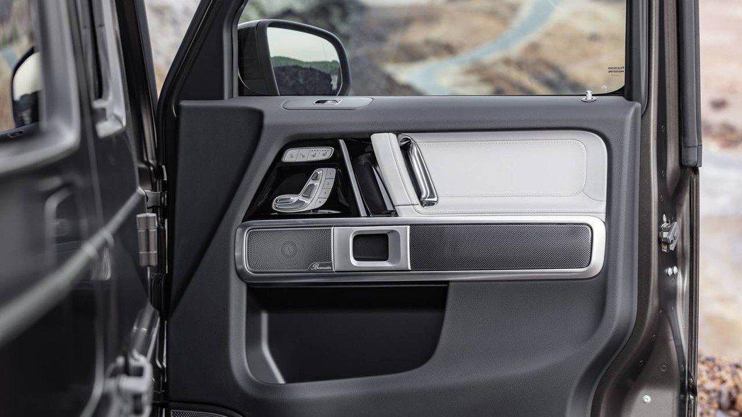 內裝質感用料更為精緻,七具喇叭音響也是標配。 圖片來源:M.Benz