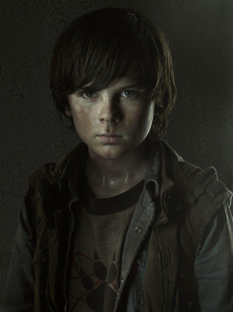 錢德勒里格斯還在念小學就參與「陰屍路」演出。圖/摘自AMC