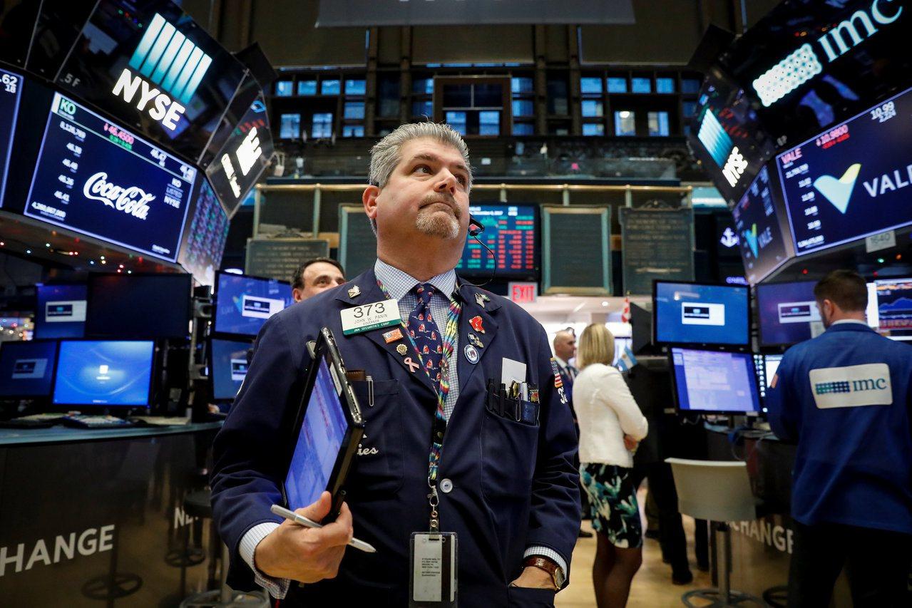 銀行股上漲,帶動標普500指數和道瓊工業指數再創收盤新高。(美聯社)