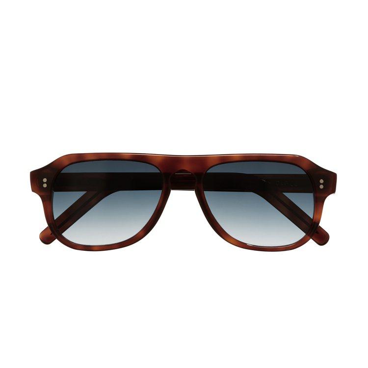 Cutler &Gross 0822系列復古粗框墨鏡,約13,000元。圖/四季...