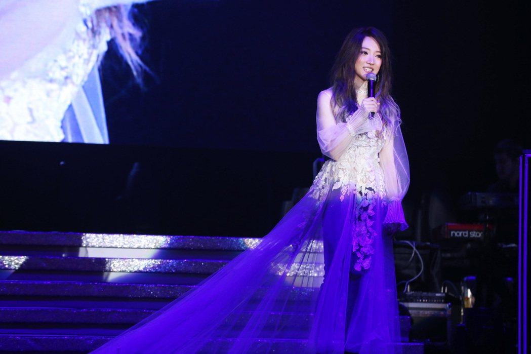 閻奕格香港音樂會表達對歌迷的感謝。圖/華研國際音樂提供
