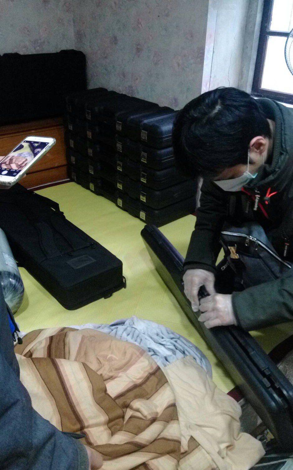警方自宜蘭查獲大批槍枝。記者蕭雅娟/翻攝
